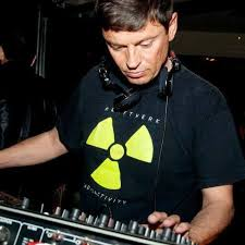 Top Djs Old School: Fran Lenaers 1984-1990 primer dj en hacer mezclas entre discos.