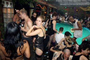 Los 10 mejores Club de Berlin para escuchar música electrónica (y Desfasar).